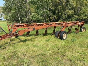 *7 bottom Melroe 903 plow