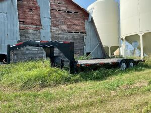 *2010 20' Silver Accent T/A 5th wheel flat deck trailer